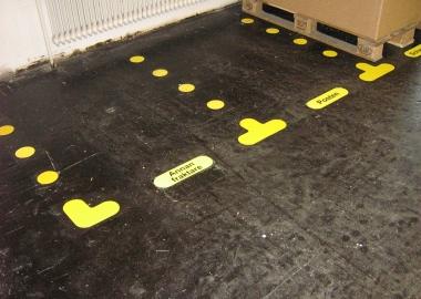 Cargo pallet floor marking